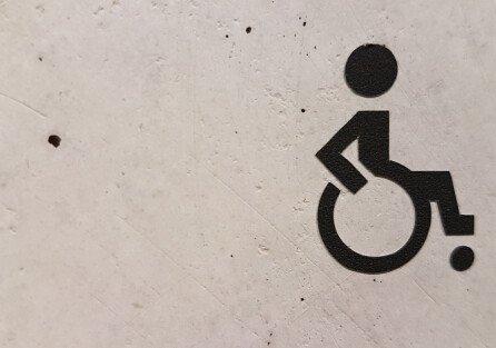 Можно ли проводить дезинсекцию, если в квартире есть маломобильный человек?